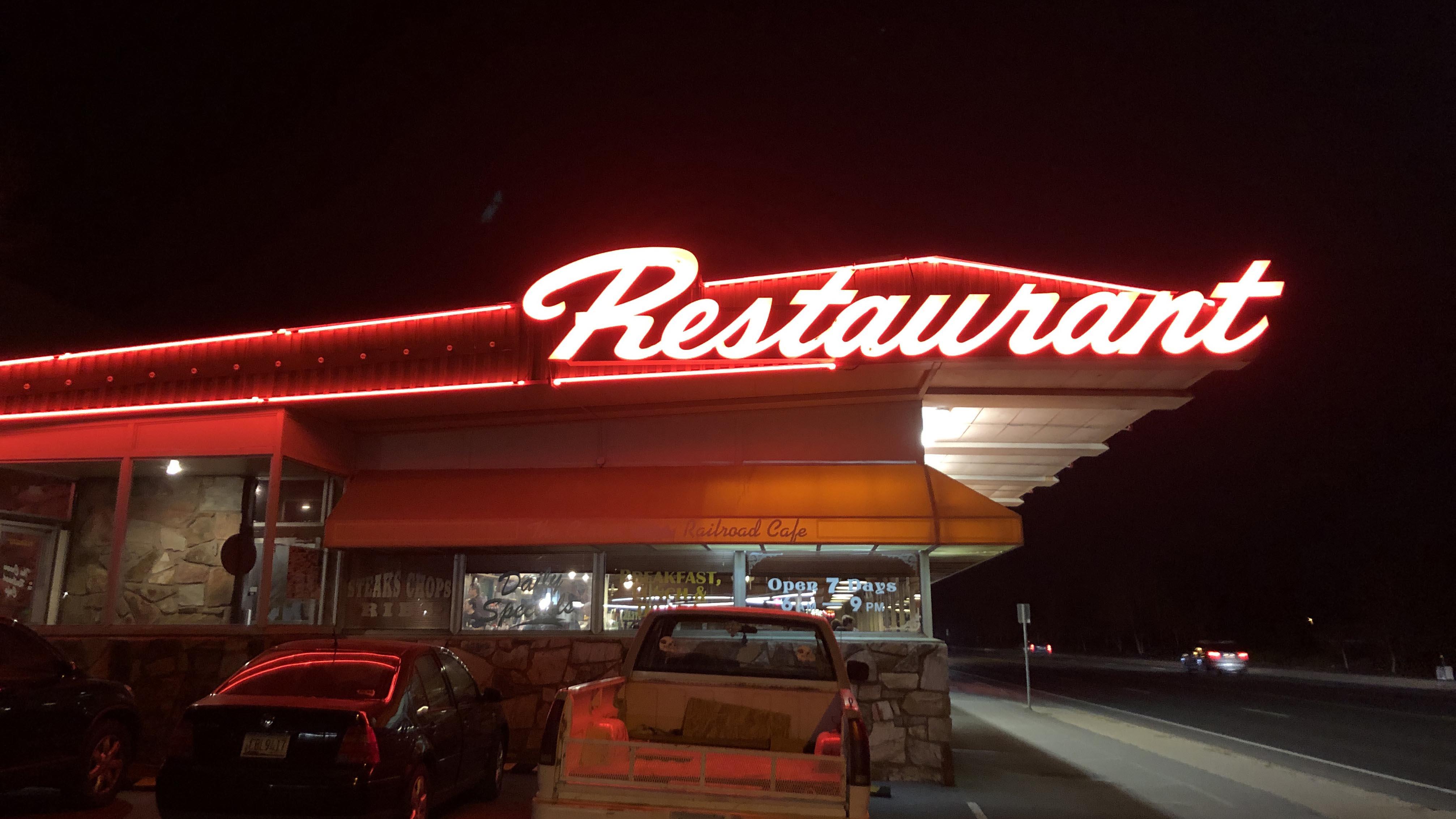 フラッグスタッフ レストラン クラウン・レールロード・カフェ Flagstaff The Crown Railroad Cafe